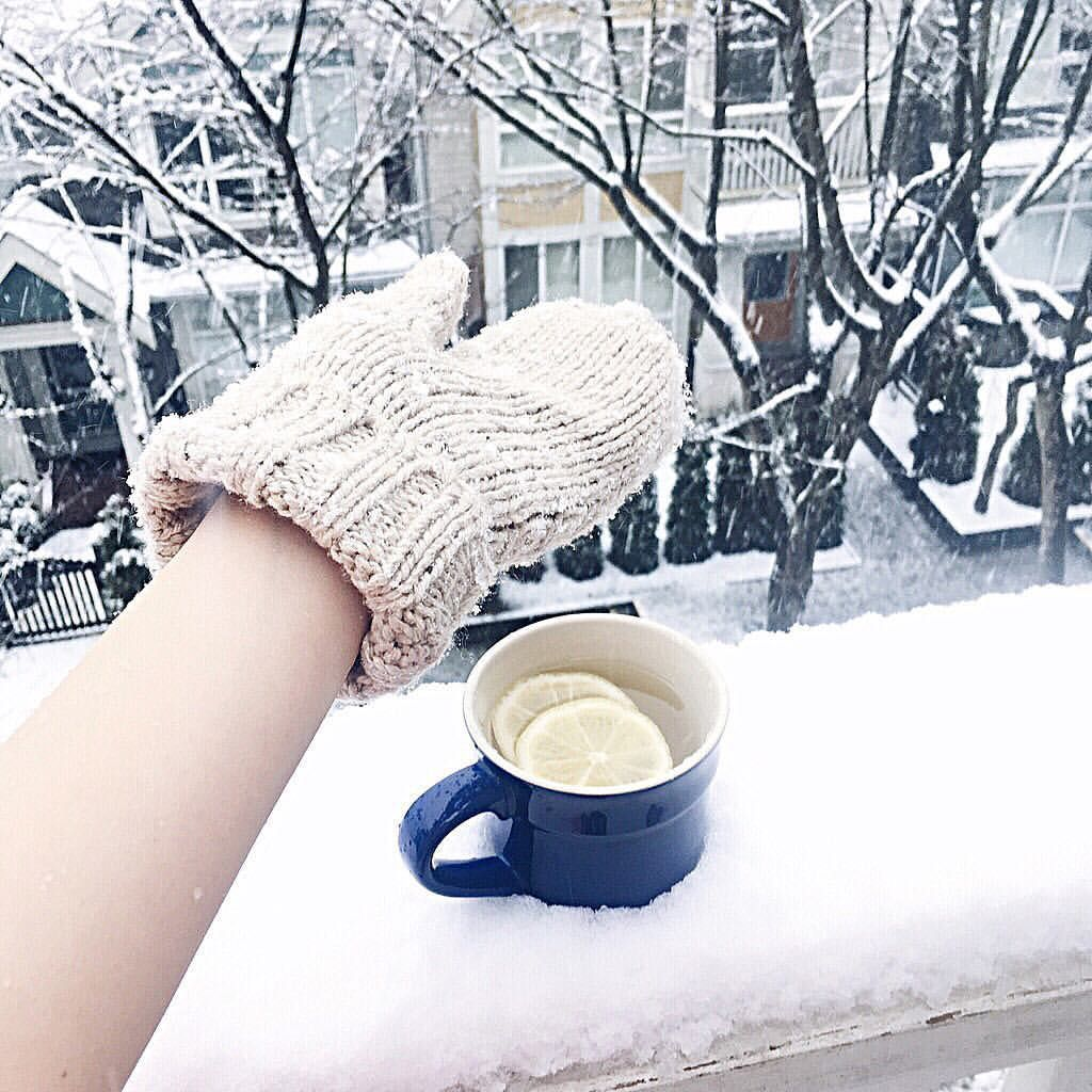 Tumblr winter photography// snow day and tea! // Mitten ...