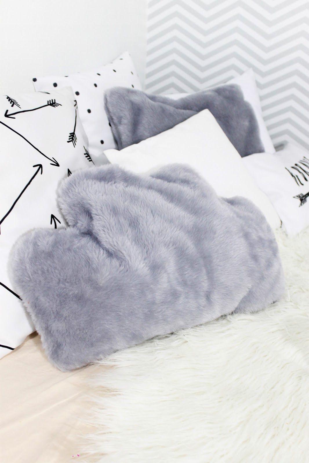 DIY Almofada de Nuvem para Decor super fofa! Esse faça você mesmo é rápido, simples e deixa a decor do seu quarto muito mais linda!