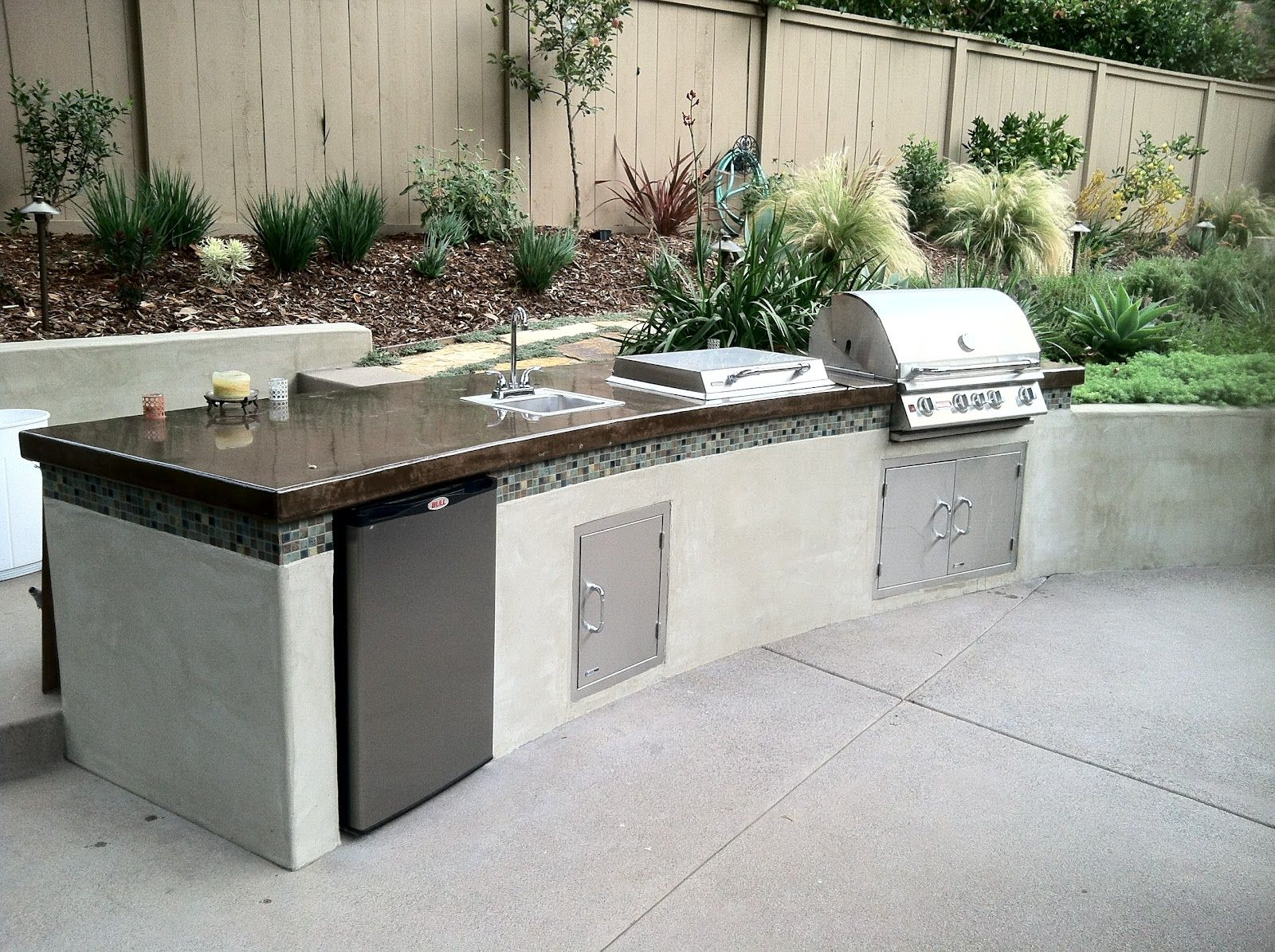 Kate Presents: Modern barbecue island (outdoor kitchen) | Outdoor ...