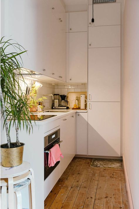 That is  pretty space efficient kitchen design  love the sink placement kitchendesign mx  ideas in also rh pinterest
