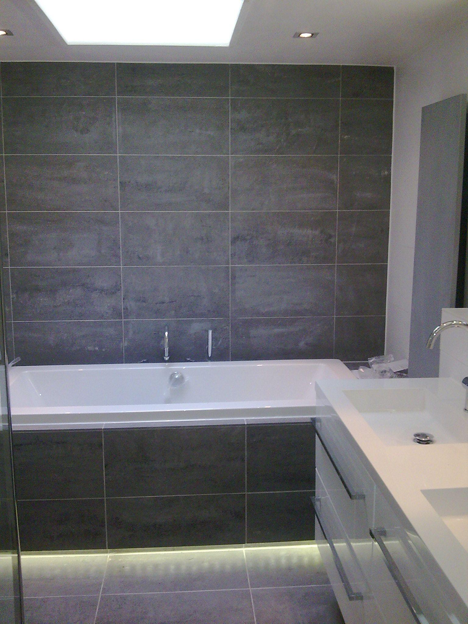 LELIJK (hoe het niet moet): Badkamer grijze tegels | Badkamers ...