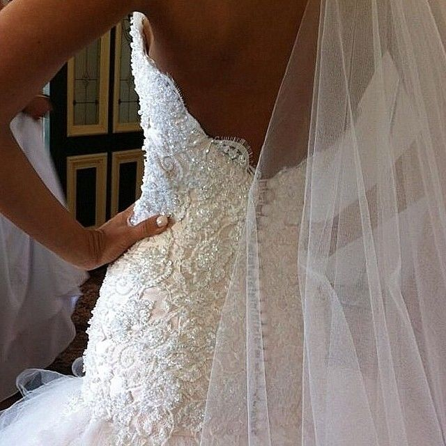 What a romantic dress! Photo by: @brides_style