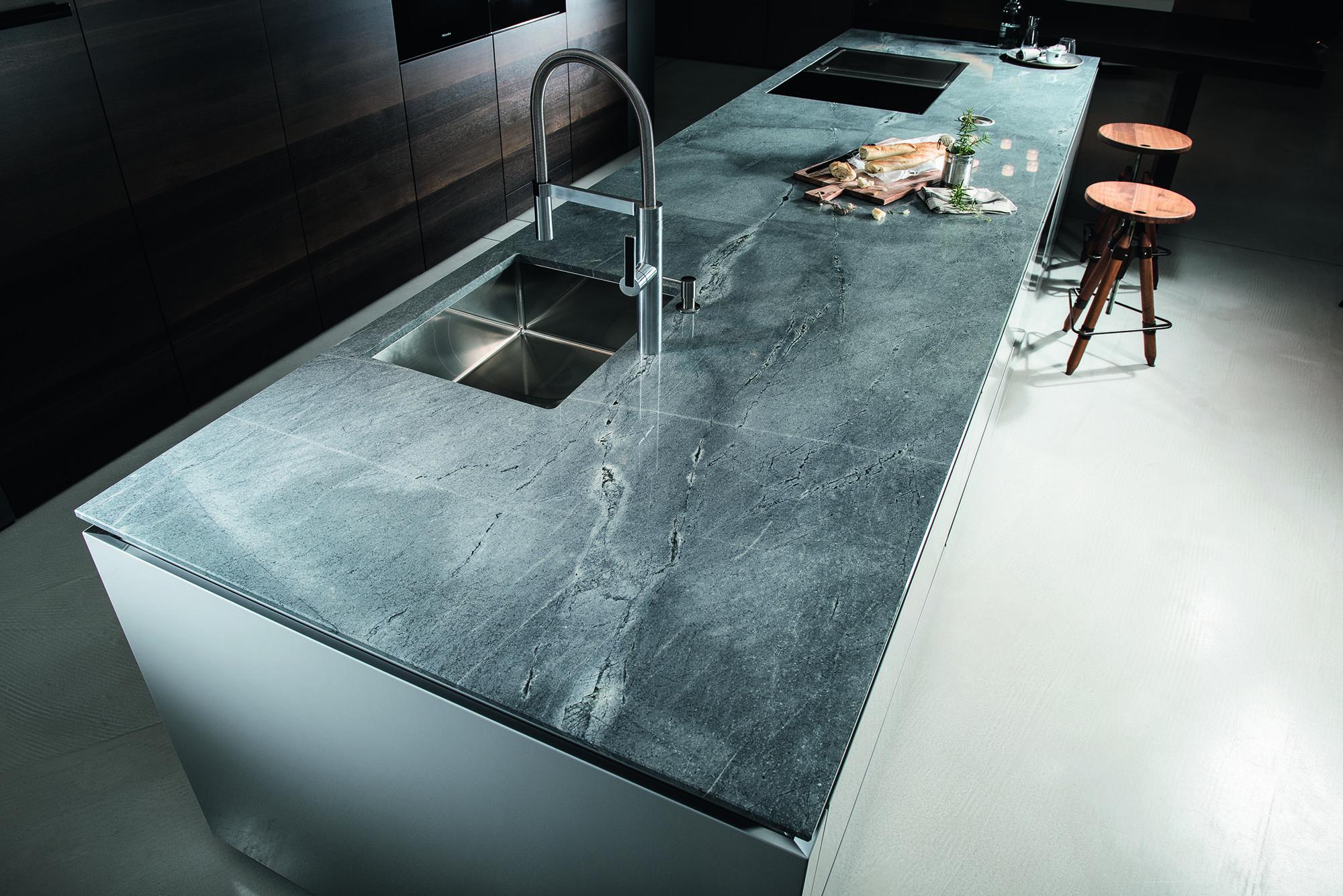 Anhaltender Trend Zu Naturlichen Materialien Strasser Steine Arbeitsplatte Kuche Granit Kuche Kuche Naturstein