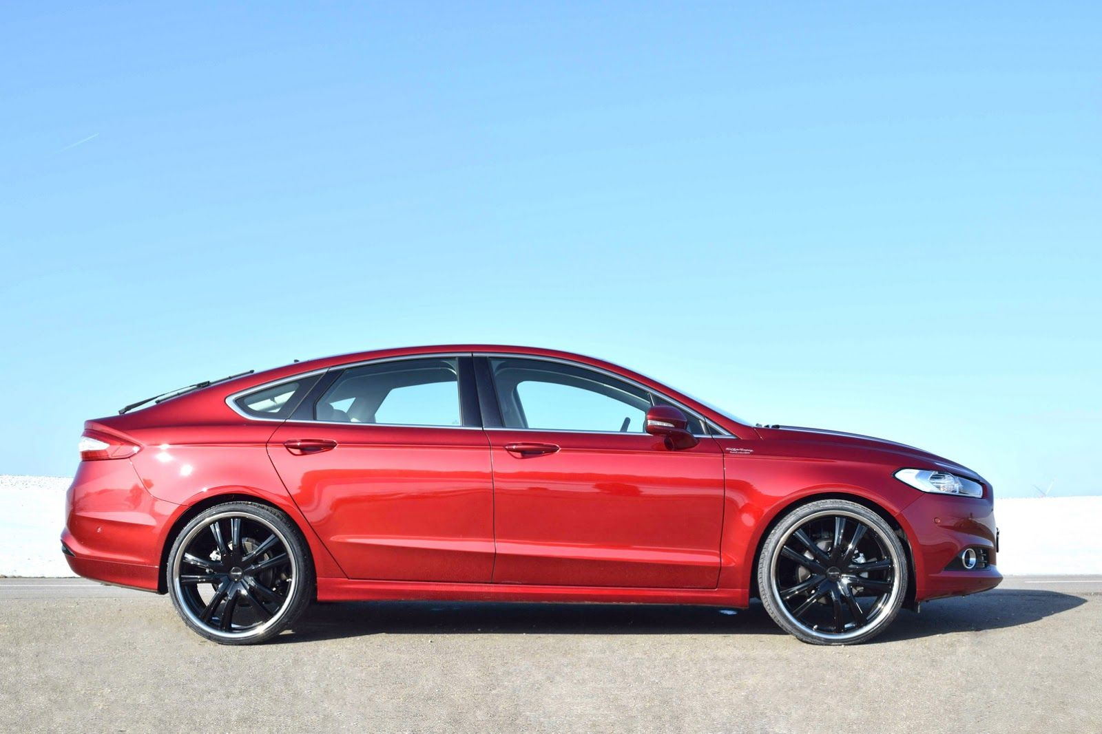 Too Much Loder1899 Gives New Ford Mondeo 22 Inch Wheels Carscoops Ford Mondeo Ford Ford Fusion Custom