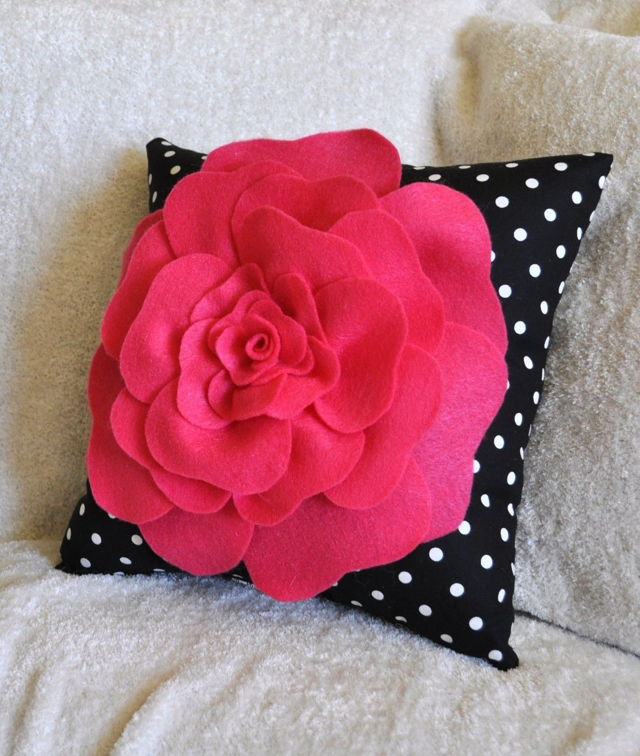 Mothers Day Sale Yellow Black And White Polka Dot Flower Pillow  Bom -8807