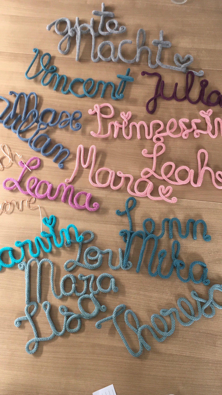 Photo of Schriftzug aus Draht und Wolle – Name – Kinderzimmer – Deko – Türschild – Buchstaben – Baby – Geburt – Namenschild – Strickschrift