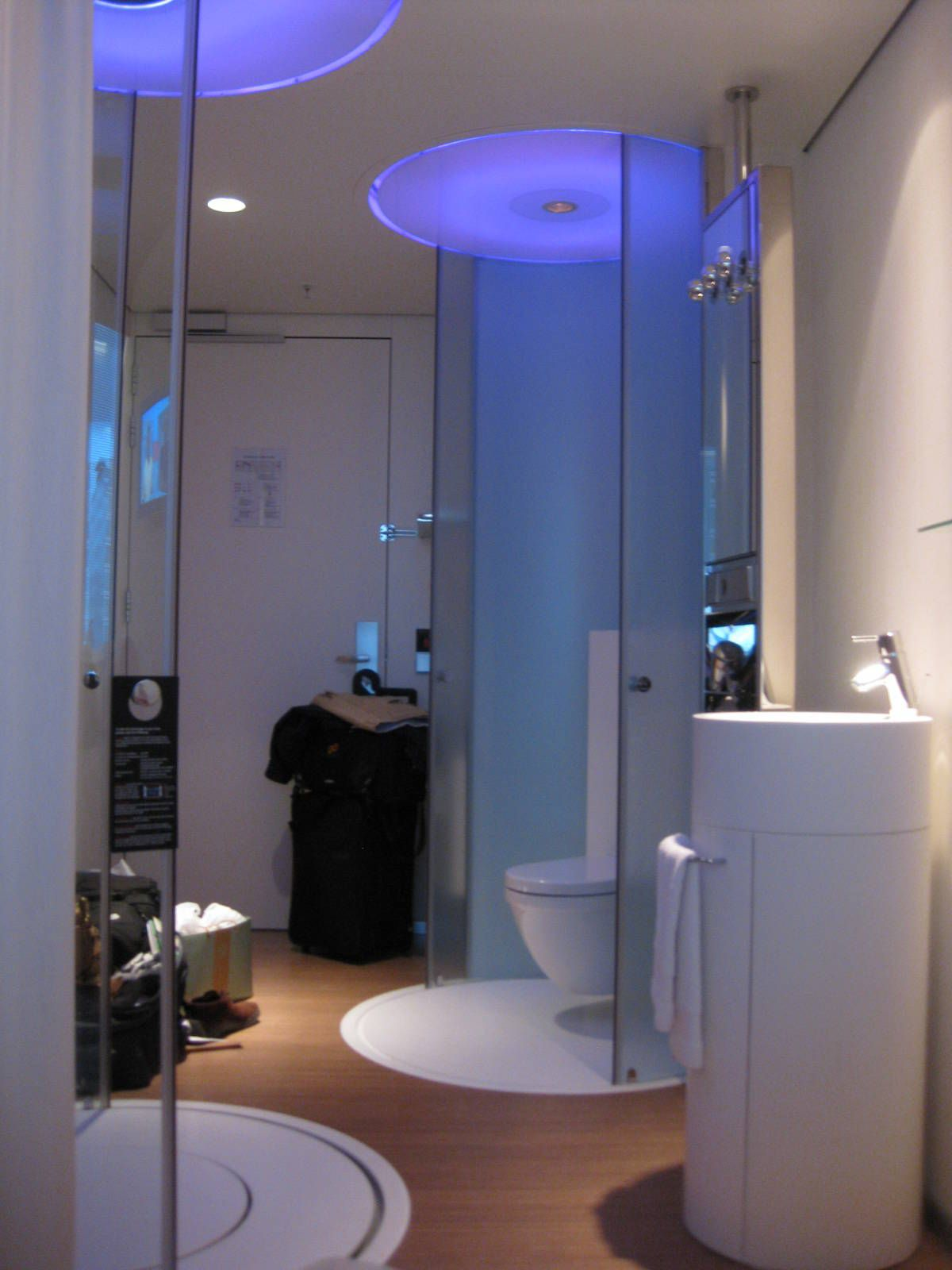 Bathroom designs for small spaces blue - The Un Bathroom At Citizenm Hotel In Amsterdam