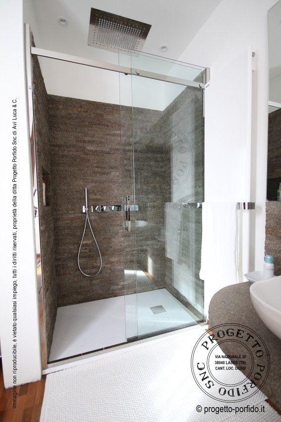 Rivestimento bagno con porfido segato e faccia a vista a spacco posa a secco senza fuga - Bagno senza rivestimento ...