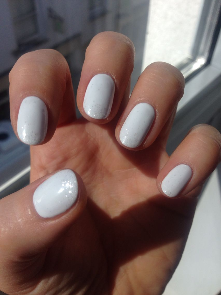 Cnd Shellac Cream Puff We Are Loving White Nails This Summer We Ve Added Some Glitter Too White Shellac Nails Neutral Nails White Nails