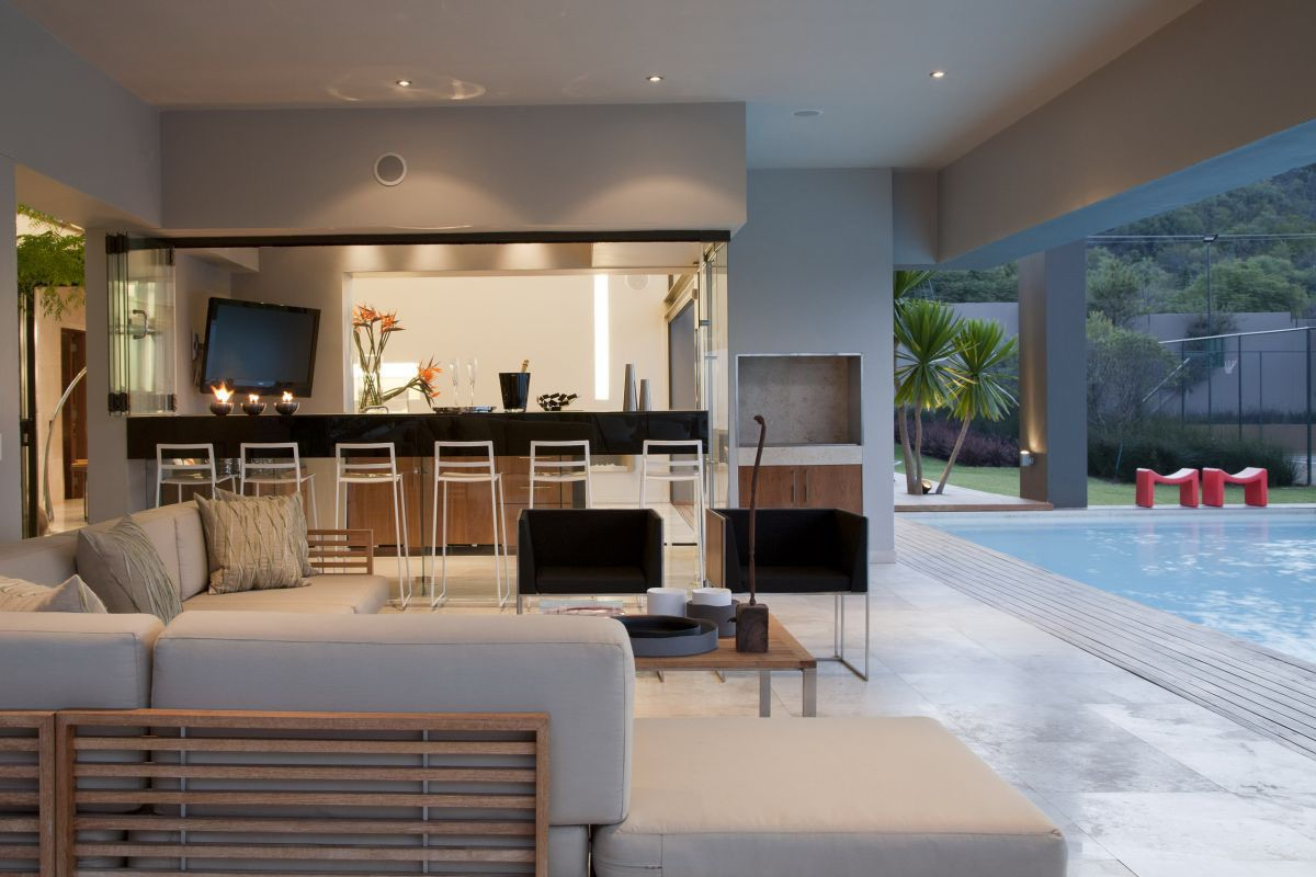 modern luxury home johannesburg indoor patio - Inside Modern Luxury Homes