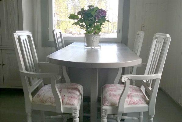 Kustavilainen sisustus /Gustavian interior Klaffipöytä ja käsinojalliset Druvan-tuolit