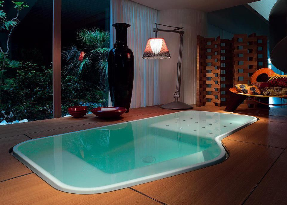What a great indoor spa??!! (Or is it a pool?)   Spa pool indoors ...