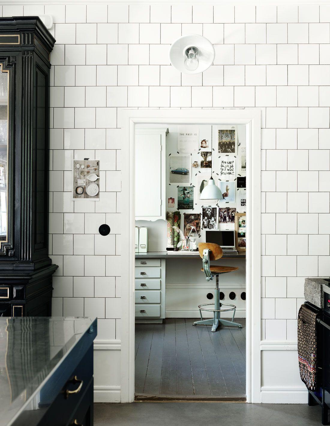 Helkaklat kök med höga golvsocklar | Inspiration gammalt hus ... : köksinredning inspiration : Inredning