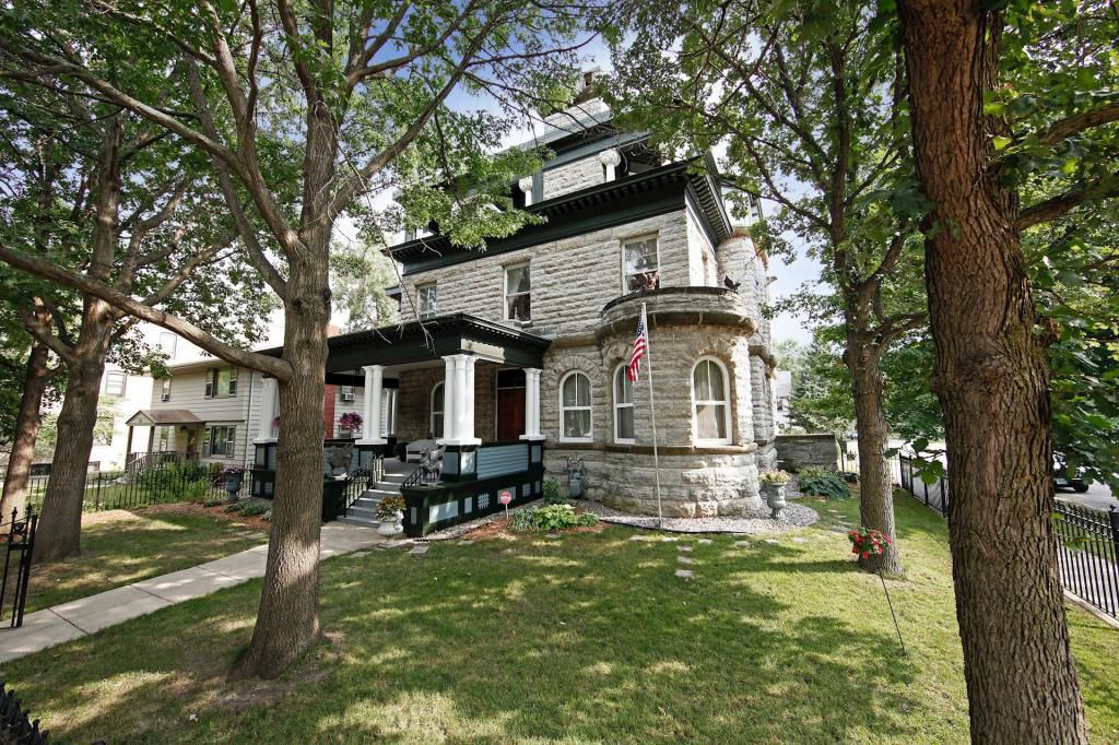 314 Dayton Ave Saint Paul Mn 55102 6 Bed 5 Bath Single Family Home Mls 5192374 49 Photos Trulia Mansions Mansions For Sale Stone House