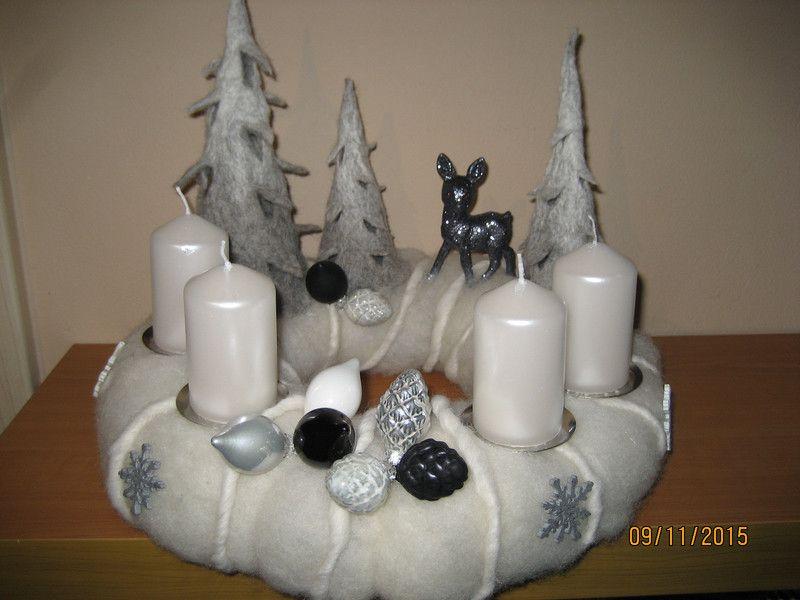 adventskranz filz tannenbaum rehkitz kerzen von filz holz. Black Bedroom Furniture Sets. Home Design Ideas