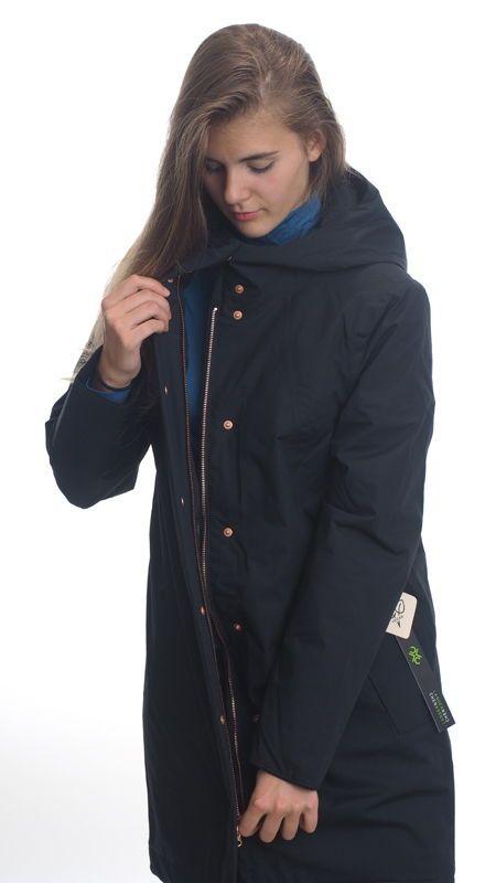 Coat Ariza midnight aus 80 % Bio Baumwolle und 20
