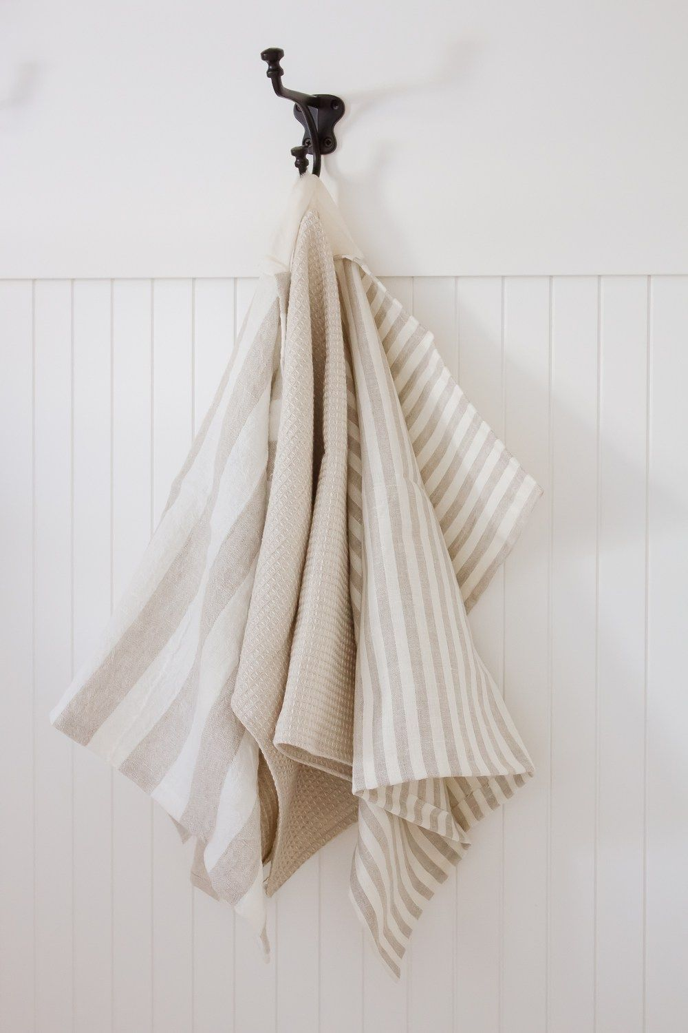 Farmhouse Style DIY Linen Dish Towel is part of Home Accessories Styling Simple - These simple farmhouse style DIY linen dish towels are SO quick + easy to make, even the newest of sewers…
