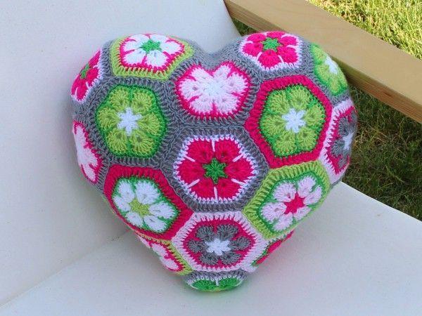 Herzkissen African Flowers Grannysquares Crochet Häkeln Yarn