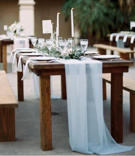 Romantique Flowy Mousseline De Soie Table Runner Par Vowwowdecor Farmhouse Table Centerpieces Romantic Wedding Decor Farm Table Wedding
