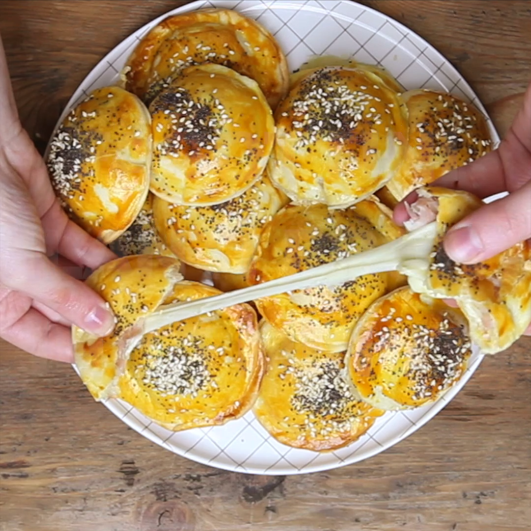 Photo of Shortcrust pastry bundles with ham and cheese