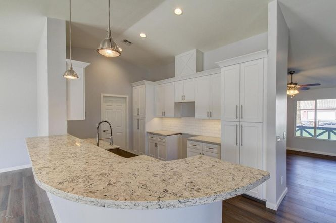 With Breakfast Bar And All Perfect For Both Cooking And Chatting Up A Storm Mattamy S Estrella Model Canyon Trails Kitchen Renovation Home Kitchen Design