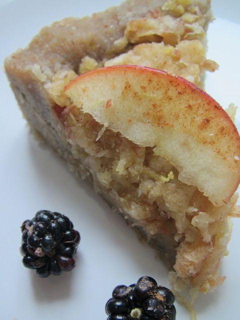 A vegan obsession: Homemade Raw Apple Pie - ambrosial, gluten free, vegan. A runway model of desserts!