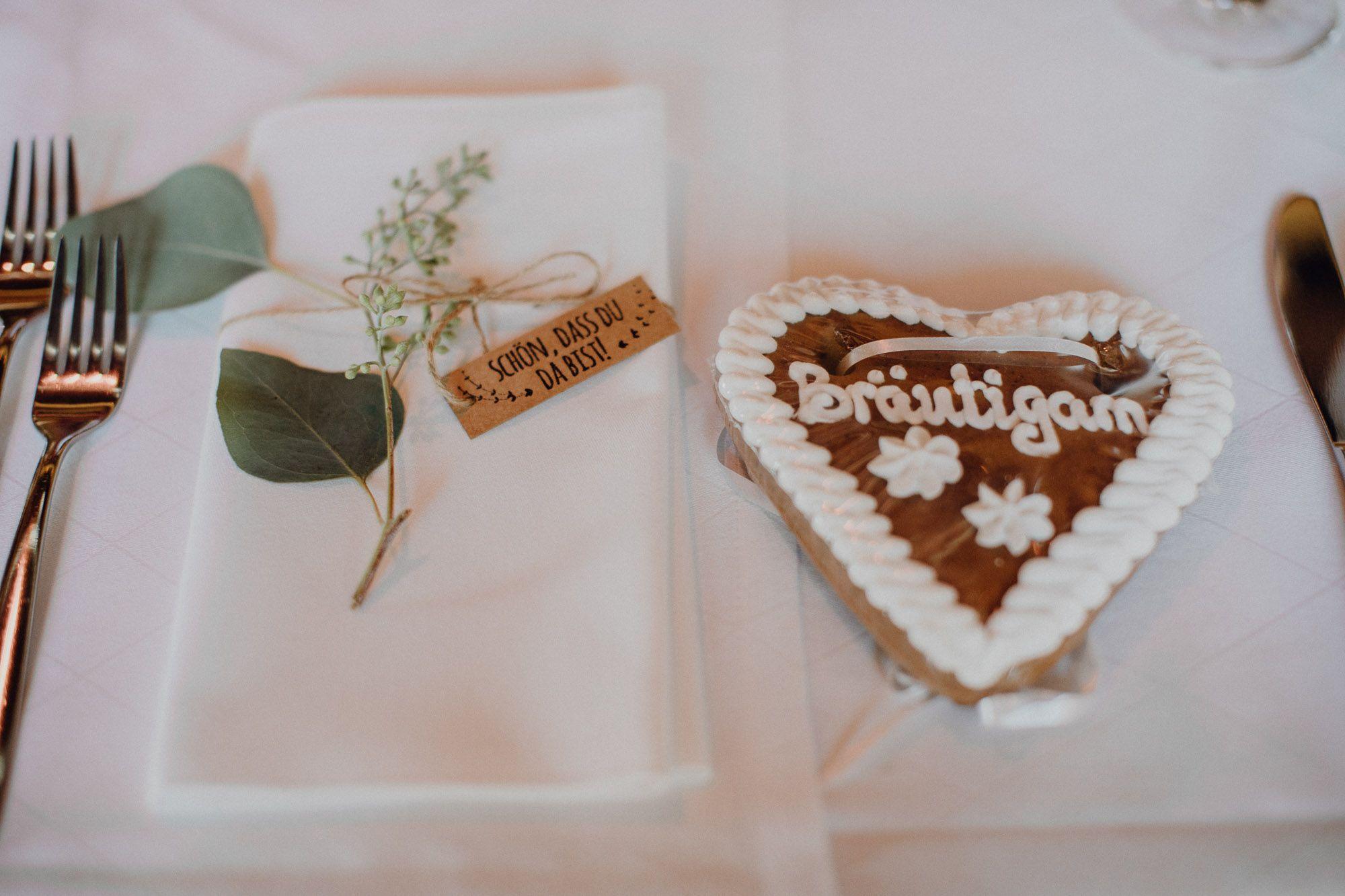 Moderne Landhochzeit Im Moarhof Gastgeschenke Hochzeit Hochzeit Gedecke Hochzeit
