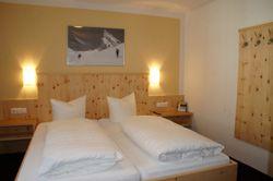 Ski Urlaub in St. Anton / Pettnau  2 Ferienwohnungen mit jeweils 2 Schlafzimmern