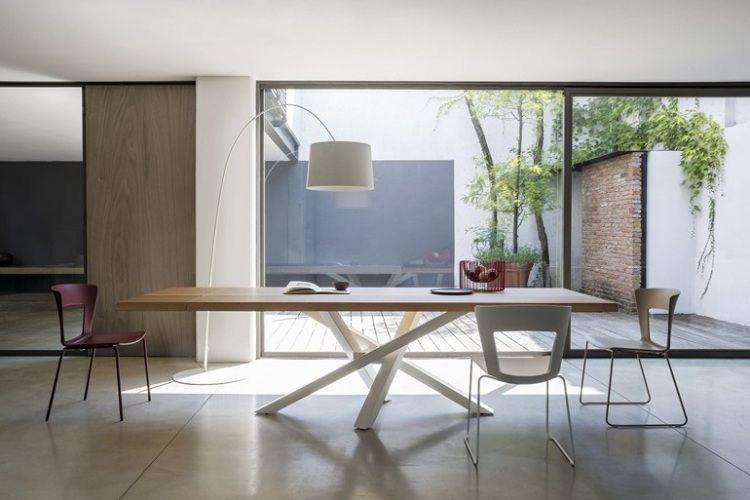 großer rechteckiger Tisch mit Tischfuß aus in Weiß gefärbtem Stahl ...