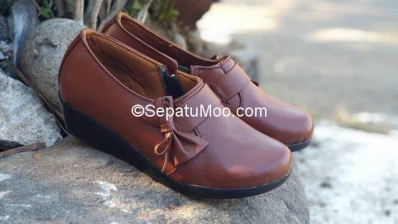 Sepatu Kulit Wedges Warna Coklat Kairisya Dengan Gambar Sepatu