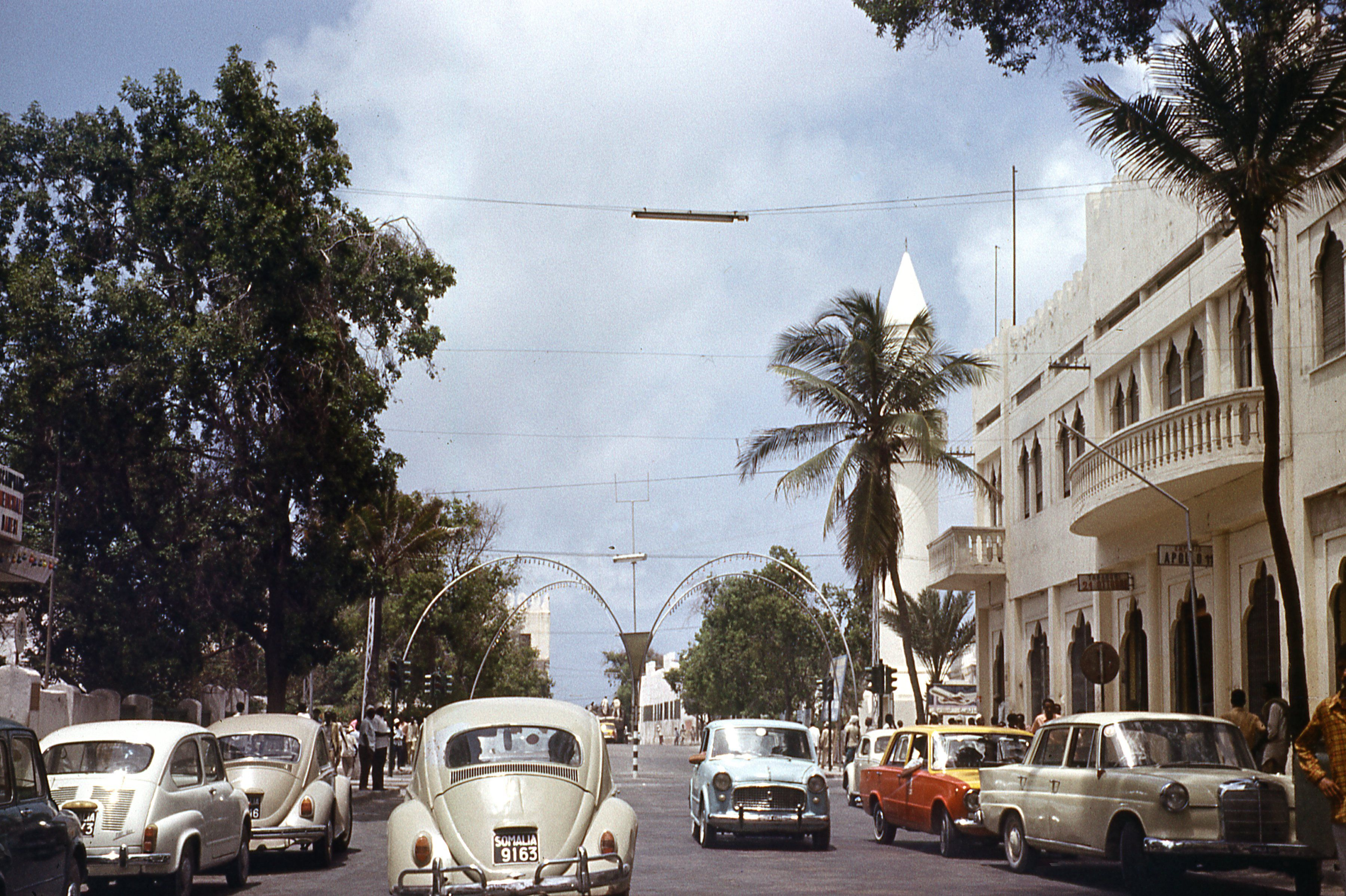 1970 Downtown Mogadishu I Think The Building On The Right Housed One Of Our Favorite Italian Restaurants On The 2nd Floor Photo Somalia Mogadishu