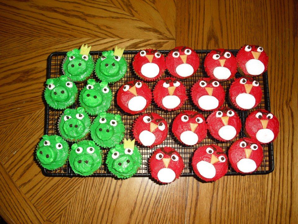 Angry Birds cupcakes :D Aren't they adorable :D Made with: Cupcakes Green and red frosting Marshmallows (regular and mini) Yellow and Orange Starbursts Mini chocolate chips Melted chocolate