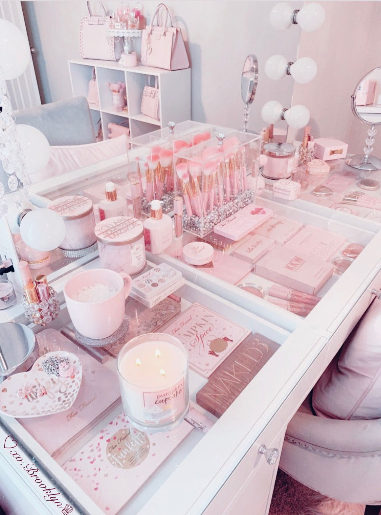 We're spotlighting 21 pink and gray bedrooms that will make you want to design your room around the versatile and chic color combination. Cute Pink Bedroom Aesthetic Besthomish