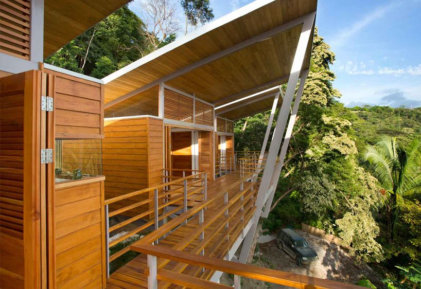 Elevates casa flotanta above the trees by Benjamin Garcia Saxe