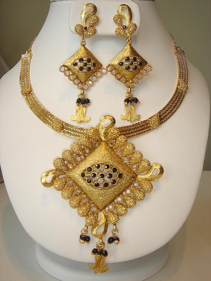15 Nice Examples Of Gold Necklace Designs