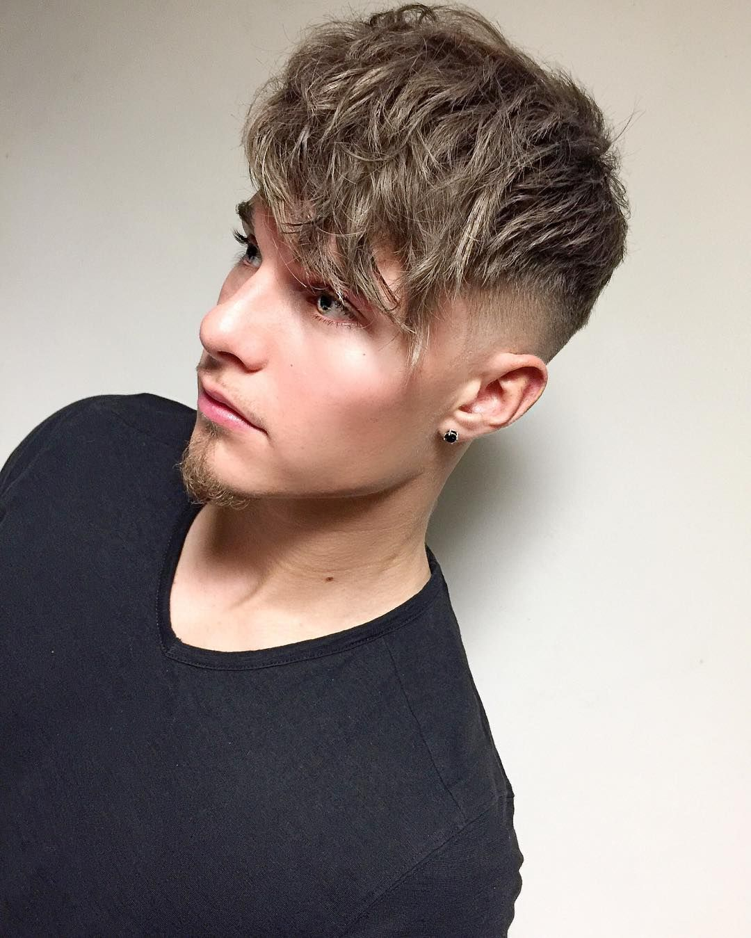 Mikeyyyyyyy Long Fringe Wavy Hair Short Sides Mens Hairstyle 2017 Menshairstyles Menshaircuts Mens Hairstyles Short Mens Hairstyles Square Face Hairstyles
