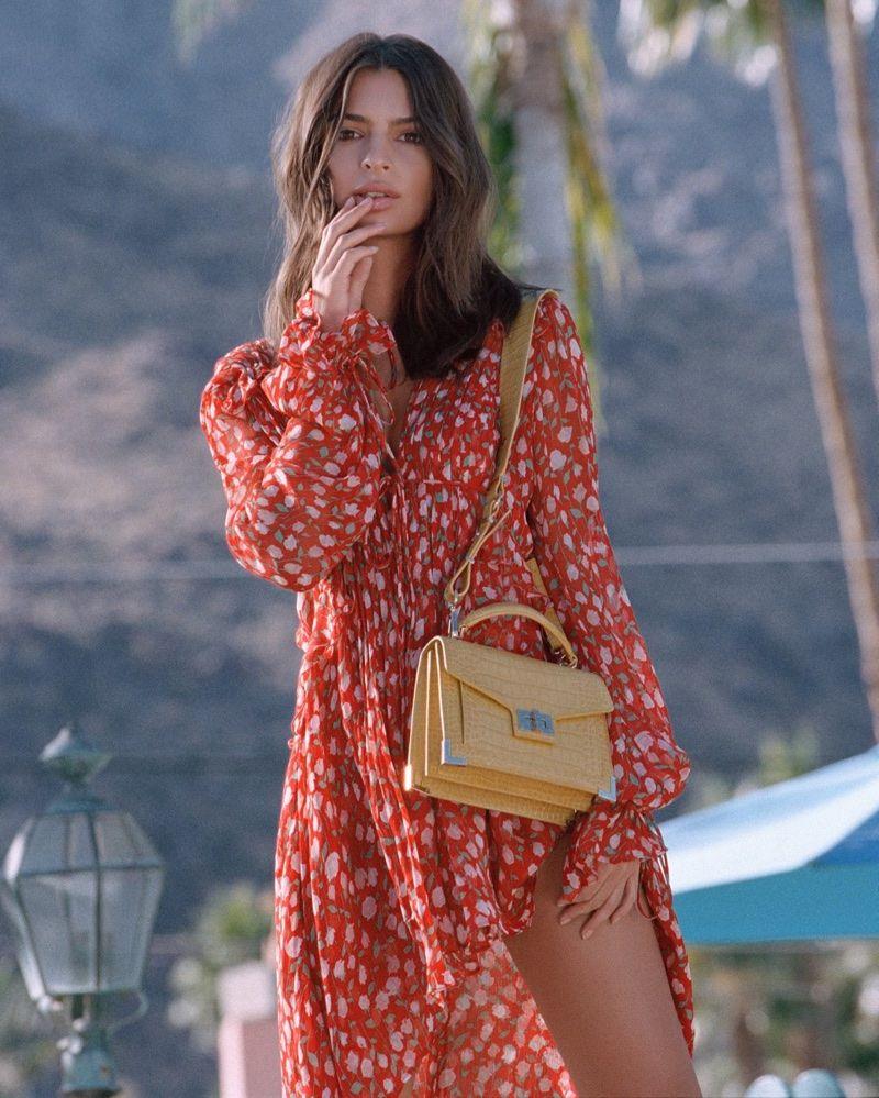 choisir le dernier matériaux de qualité supérieure réel classé Emily Ratajkowski Models The Season's It Bag for The Kooples ...