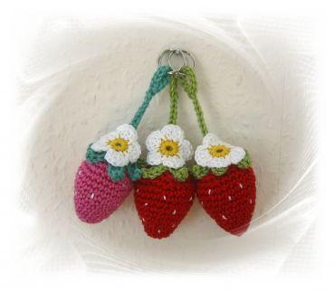 Schlüsselanhänger Erdbeere gehäkelt