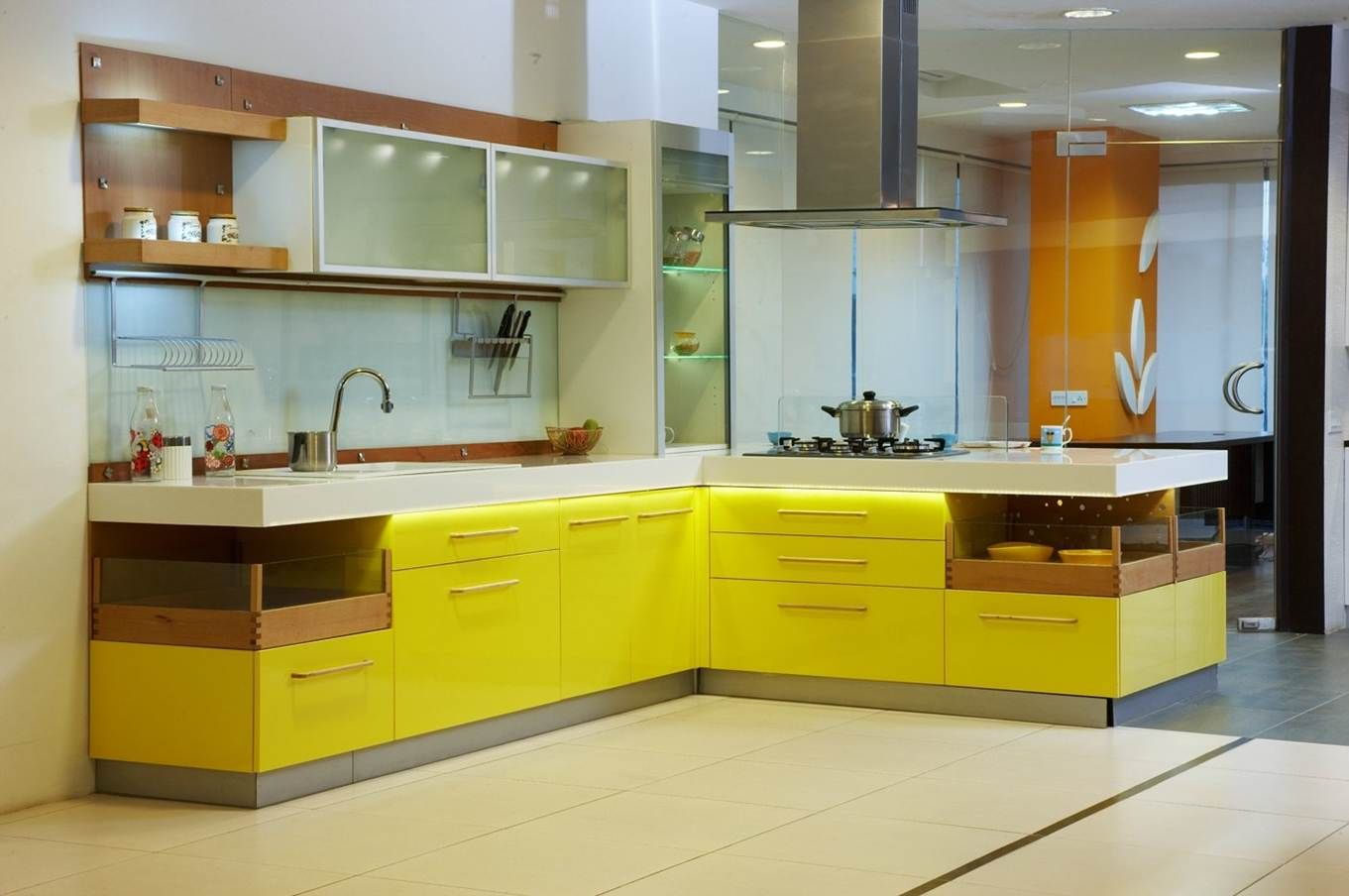 Modular kitchen in Chennai with High Gloss Laminate finish by Hoop ...