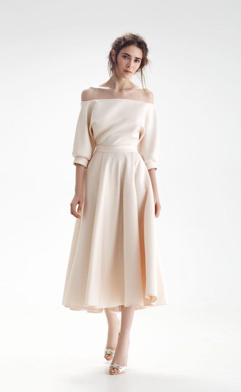 7df972533b8 Свадебное платье цвета айвори с открытым верхом и юбкой длины миди ...