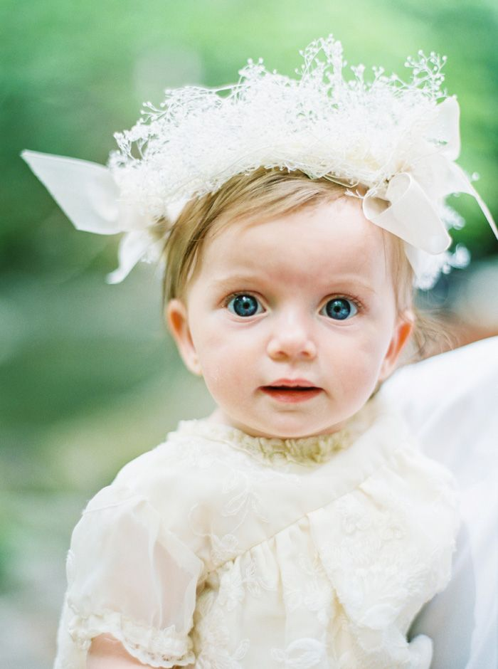 Adorable flower girl in vintage style dress | fabmood.com