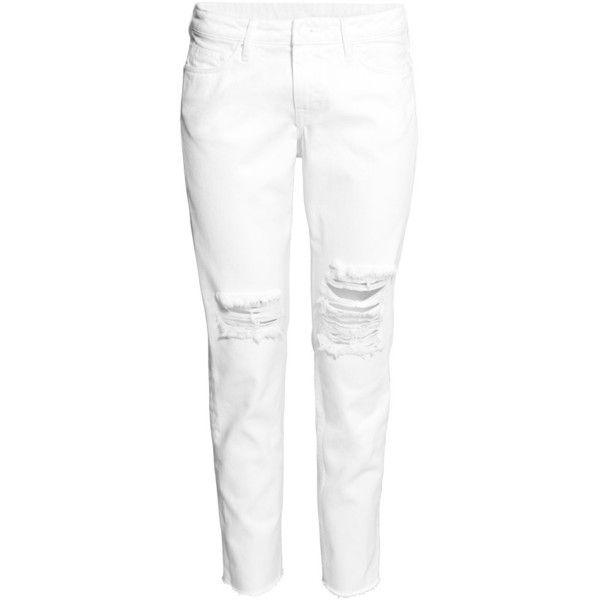 H&M Girlfriend Jeans (€26) ❤ liked on Polyvore featuring jeans, pants, h&m, calça, pantaloni, white, white jeans, low rise jeans, 5 pocket jeans and low rise white jeans