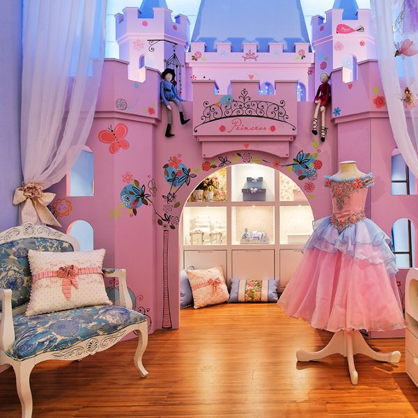 Dormitorio de princesa con castillo para ni as via www for Disenos de cuartos para ninas adolescentes