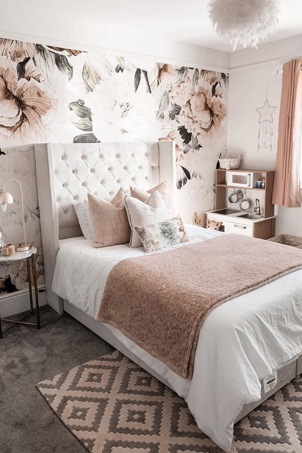 30 Absolutely Gorgeous Bedroom Ideas Small Bedroom With Wallpaper Stylish Bedroom Design Pink Wallpaper Bedroom