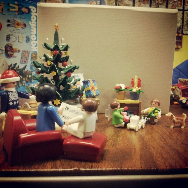 #christmas #playmobil #playingwithmygirlfriend #family #love #hugedorks #morgansfirstinstagram #silly