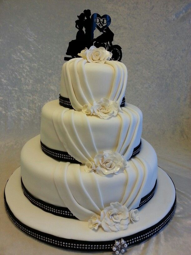 motorbike themed wedding cakes motorcycle black and white classic wedding cake pinteres 17596