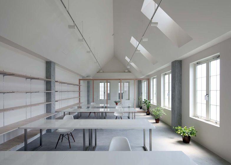 Japanese studio tt architects designed an office interior for shared workspace kawanishi fam in kurashiki