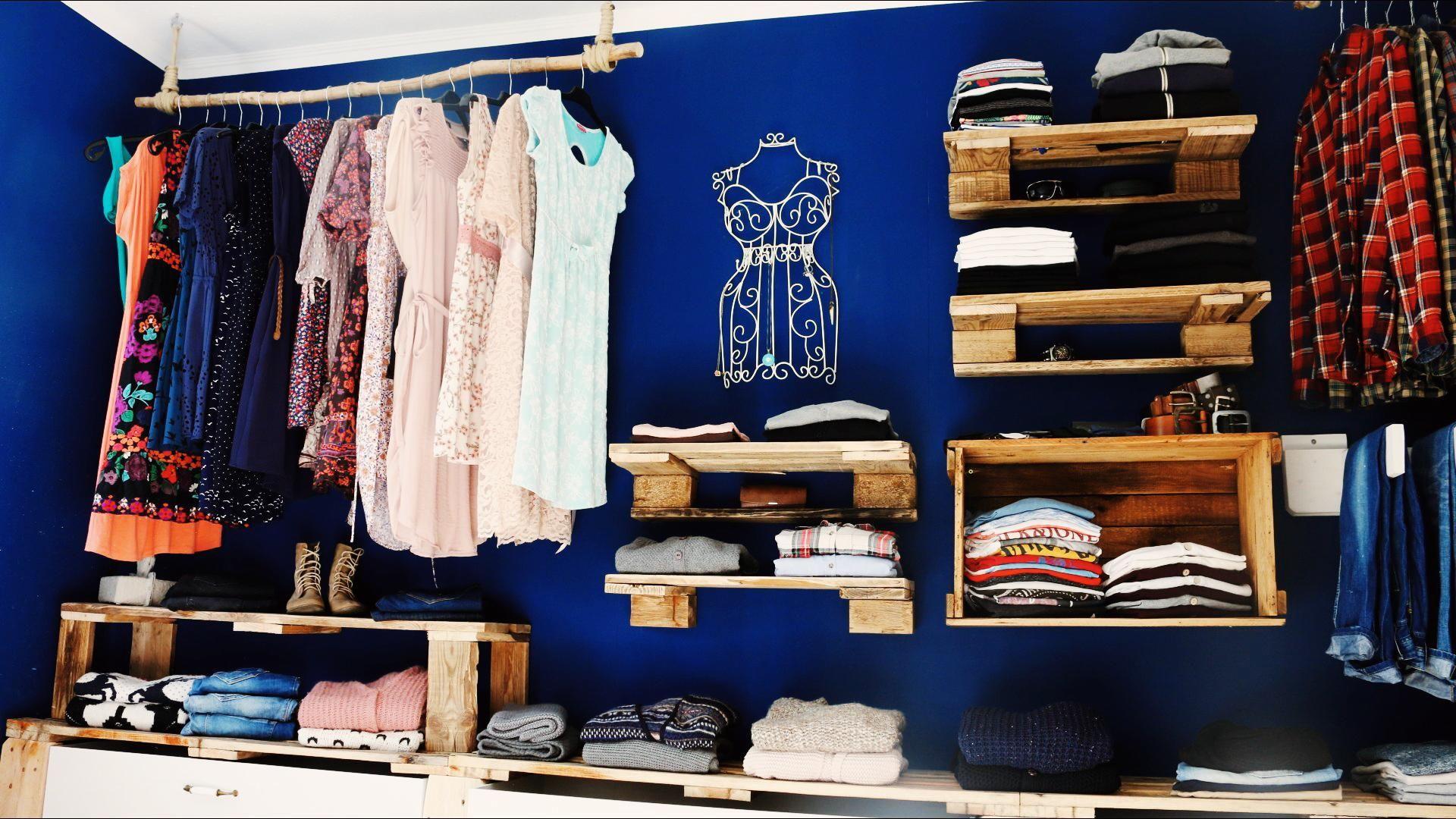 Begehbarer Kleiderschrank Oder Regalsystem Mit Bildern