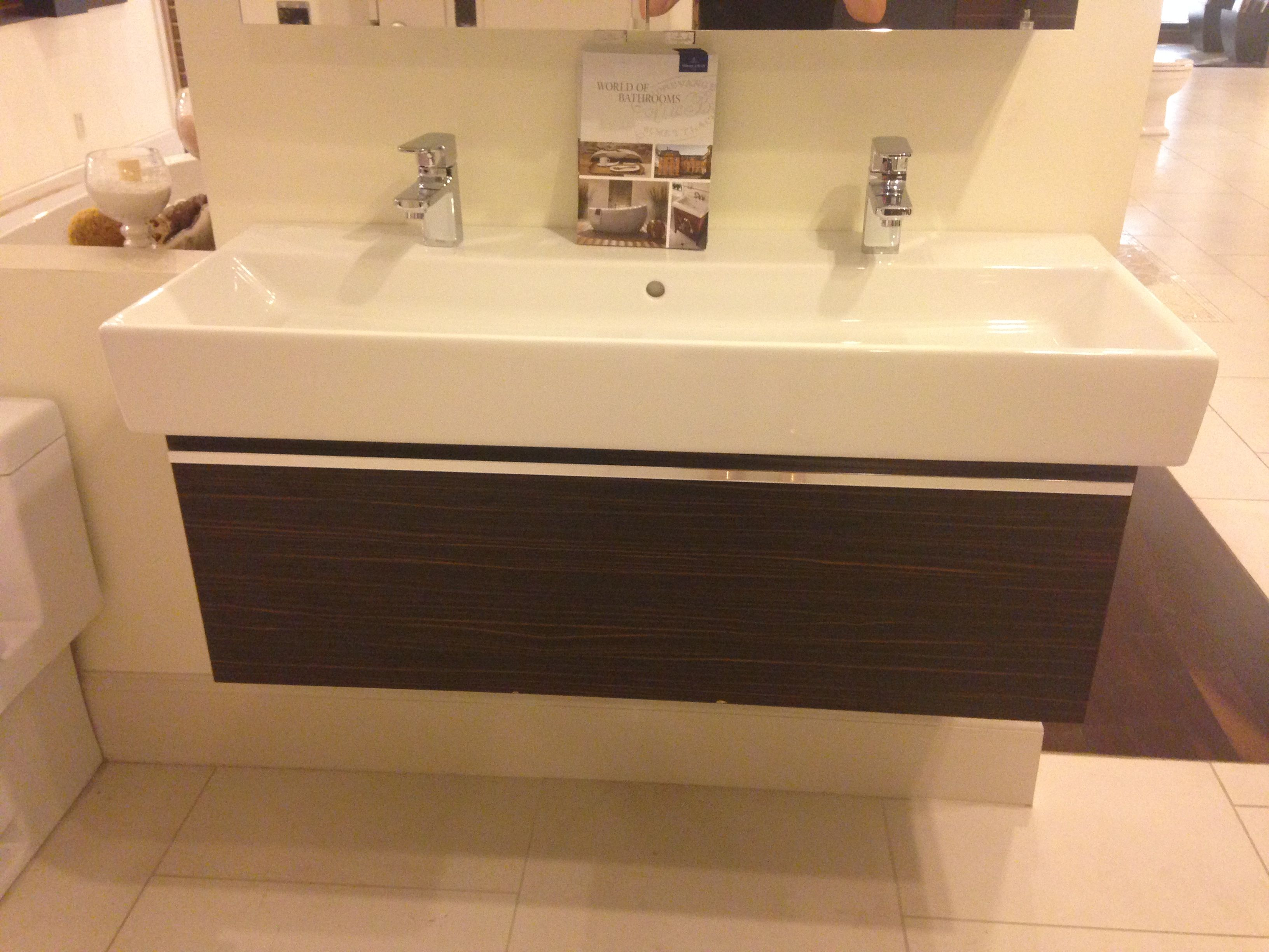 Villeroy & Boch Memento Top with a Central Line Vanity 44\' Toto ...
