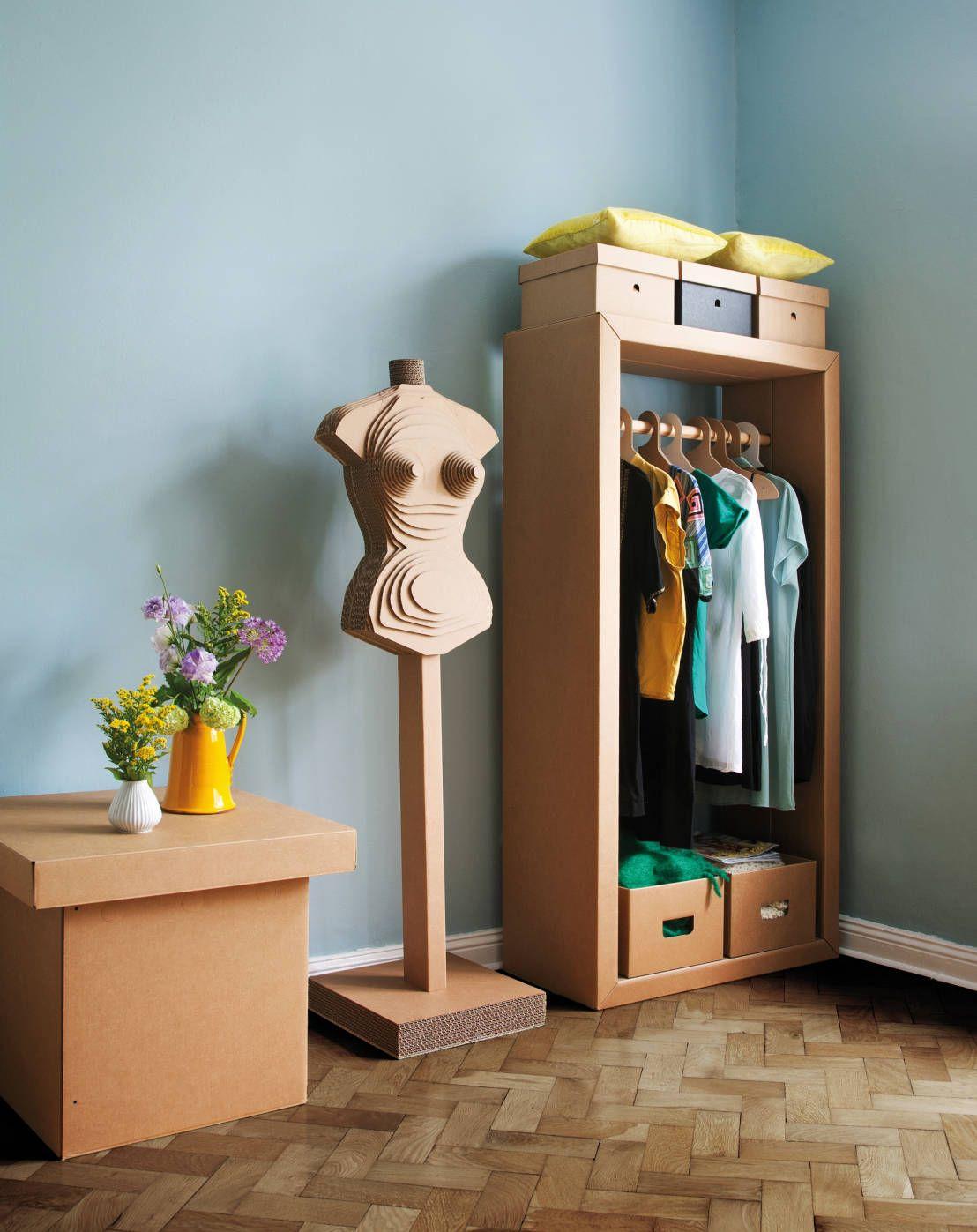 Garderobe ADAM RIESE und Figur HEIDI : de Stange Design